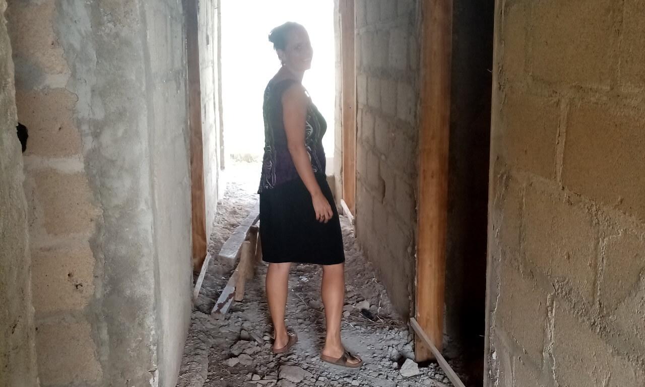 Bouwen in Ghana, Patricia bij een bouwproject